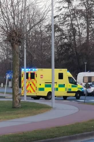 Mededader 'Bloedwraakmoord' gijzelt cipier (25) en geeft zich over: jonge vrouw in shock naar ziekenhuis gebracht