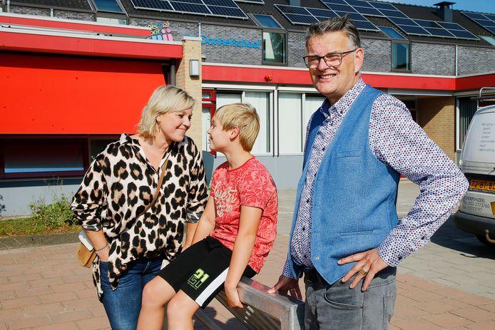 Moeder Cynthia, Daan en schooldirecteur Jan Hofman.