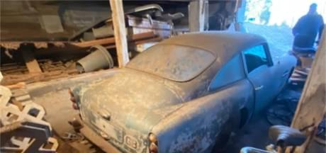 Deze auto stond tien jaar in een veld en dertig jaar in een schuur, maar is toch tonnen waard