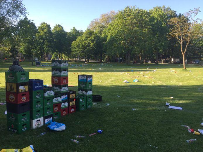 De burgemeester heeft het over de situatie in de Utrechtse stadsparken Lepelenburg, het Wilhelminapark en Griftpark, waar de afgelopen weken meermaals veel rommel achterbleef.