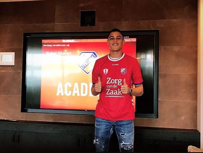 Ruben Kluivert (17) in het shirt van zijn nieuwe club FC Utrecht.