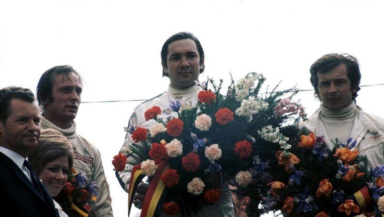 Pedro Rodriguez - oudere broer van Ricardo - met de zegebloemen in de GP van België op het circuit van Spa-Francorchamps. Beeld Photonews