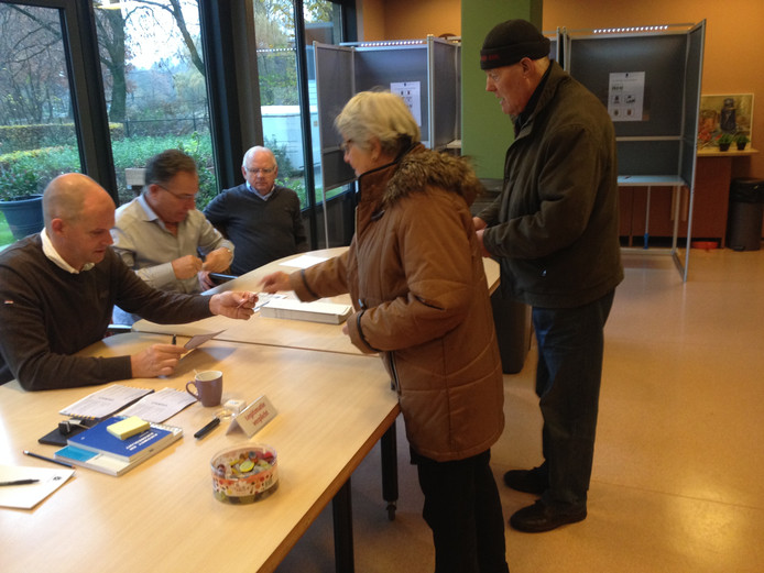 Stemmen in het AAtrium in Veghel.