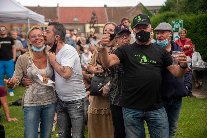 Vlaams feestje in de stadstuin in Wetteren.