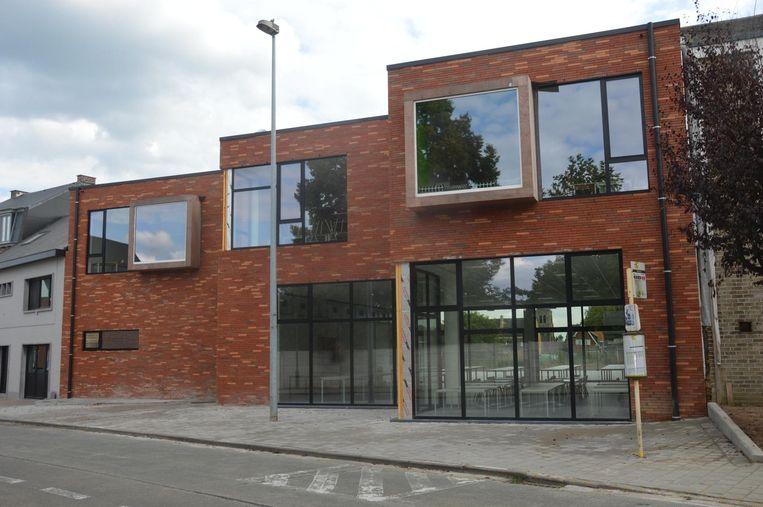 De nieuwbouw van de gemeentelijke basisschool.