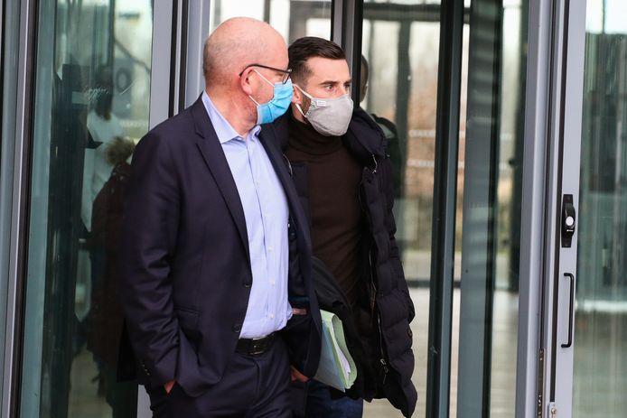 Voetballer Tuur Dierckx moest zich vandaag komen verantwoorden voor de Antwerpse politierechter voor een lockdownfeestje bij hem thuis in het centrum van Antwerpen. Hij werd bijgestaan door zijn advocaat Carl De Munck.