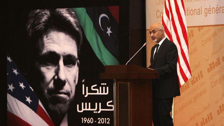 De Libische president Mohammed el-Megarif spreekt tijdens een herdenkingsbijeenkomst voor de vermoorde ambassadeur Chris Stevens. Beeld ap