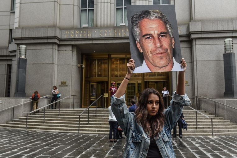 Protest tegen Epstein voor het gerechtsgebouw in New York. Beeld AFP