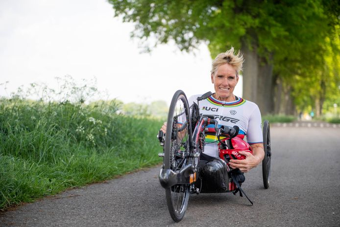 Na het goud in de tijdrit veroverde Jennette Jansen uit Westerhaar ook de titel in de wegrace tijdens het WK paracycling in Portugal.