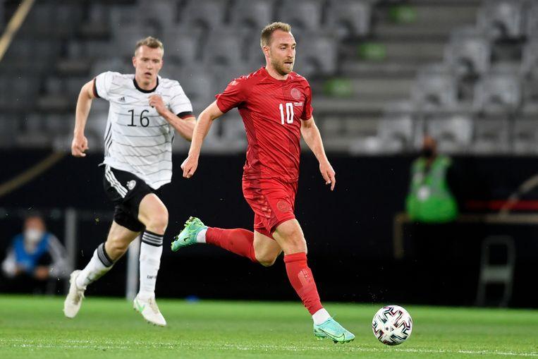 Eriksen soleert in een oefenwedstrijd tussen Duitsland en Denemarken (1-1) Beeld AP