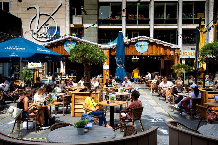 Vorig jaar mochten op Tweede Pinksterdag cafés, restaurants, theaters en bioscopen weer open.