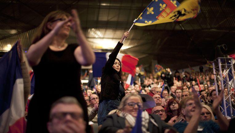 Het publiek van Marine Le Pen in het Grand Palais in Lille tijdens het partijcongres van het Front National eerder deze week. Le Pen ligt in deze regio dik op kop. Beeld Bart Koetsier