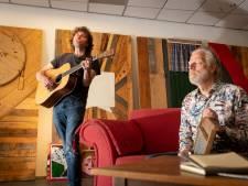 Paco Plumtrek opent 'reisbureau' voor muzikanten in Almelo