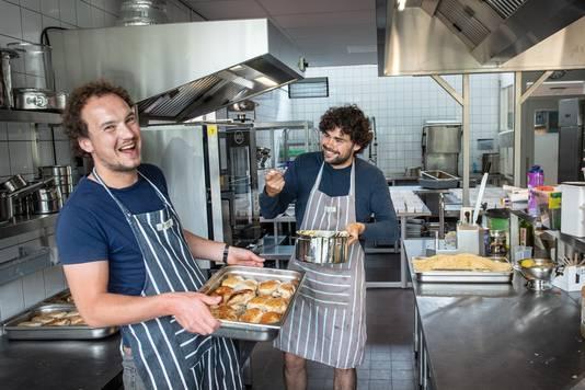 De koks van Berlin in de keuken van Vincentius. foto Bert Beelen
