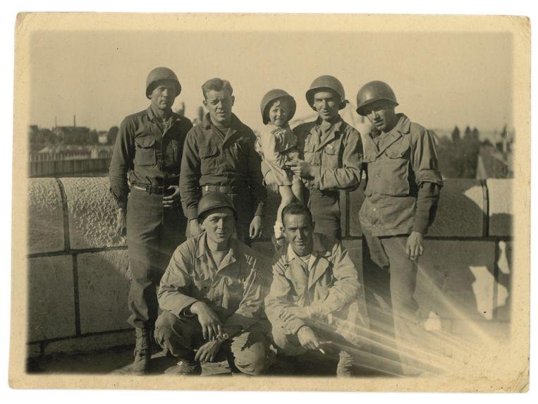 Amerikaanse militairen in Maastricht, Everd vastgehouden door William (1944) Beeld