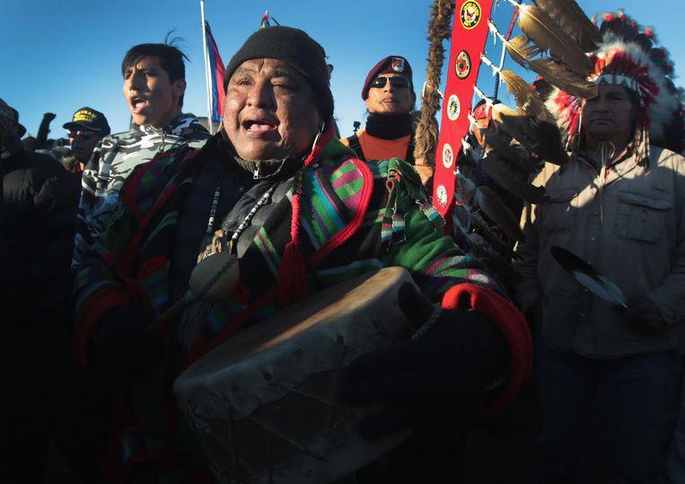 Activisten vieren het goede nieuws over de North Dakota Access Pipeline. Beeld AFP