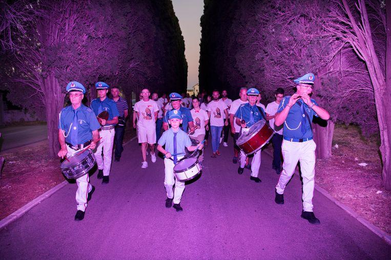 Turi, 18 juli.Eerst de muziek, dan de heilige. Beeld SANNE DE WILDE