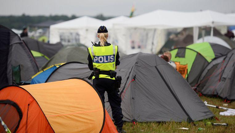 Politiebewaking op de camping van het Bravalla-festival in Norrkoping. Op het festival werden vijf meisjes verkracht. Beeld reuters