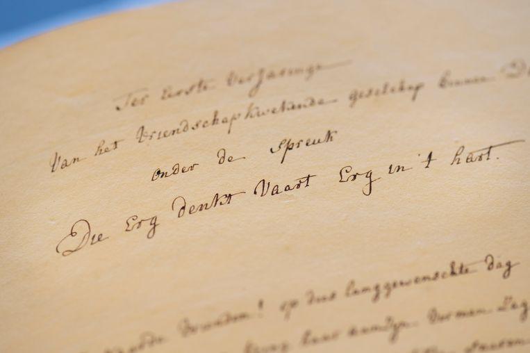 'Die Erg Denkt Vaart Erg In 'T Hart', luidt de titelspreuk van Nederlands oudste literair gezelschap voor vrouwen. Min of meer betekent dat 'schande over degene de slecht spreekt (over het genootschap)'.  Beeld Taco van der Eb