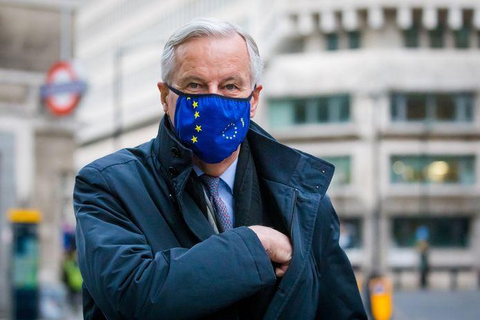 De EU-brexitonderhandelaar Michel Barnier zou eigenlijk zondag uit Londen vertrekken, maar blijft nu langer in de Britse hoofdstad om verder te praten over een handelsakkoord tussen Groot-Brittannië en de EU.