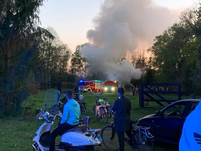 Er kwam veel rook vrij bij het illegale paasvuur in Nijverdal