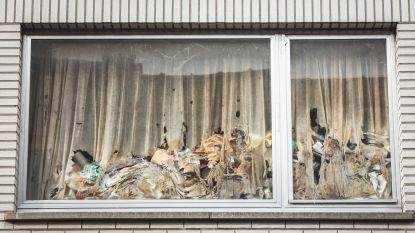 """Eindelijk controle in vuilste huis van Sint-Amandsberg: """"De drek loopt soms van onder de deur"""""""