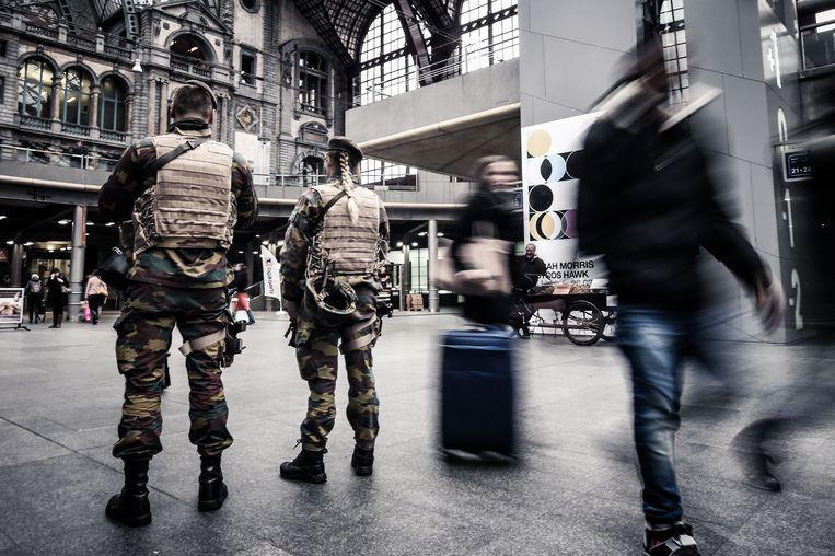 Militairen in het station Antwerpen-Centraal Beeld BELGA