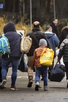 Zeventig asielzoekers stappen donderdag aan boord van riviercruiseschip in Vlaardingen