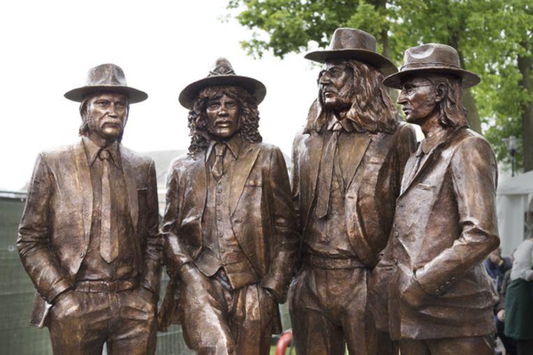 De Eenvoudige Boerenlullen Van De Rockband Normaal Hebben Hun Eigen Standbeeld In Hummelo De Volkskrant