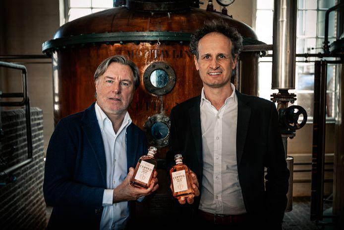 """Yvan Vindevogel (links), ooit vennoot van Marc Coucke en nu onder meer eigenaar van Copperhead, met de alcoholvrije gin, ontwikkeld op zijn initiatief. """"Ik verlies niet graag de controle over mezelf."""""""