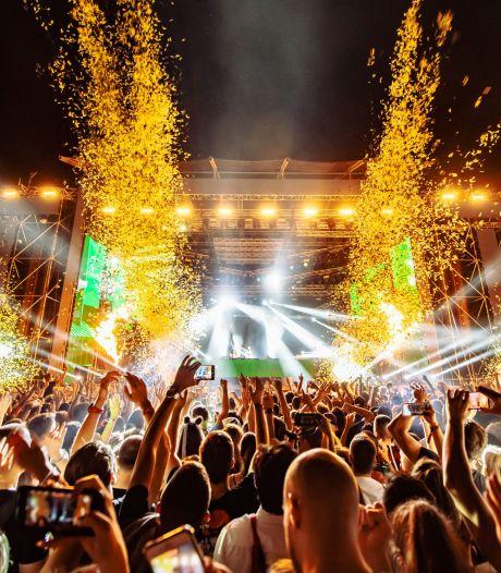 Alsof corona niet bestaat: honderden Nederlanders dansen met 180.000 anderen op dit festival
