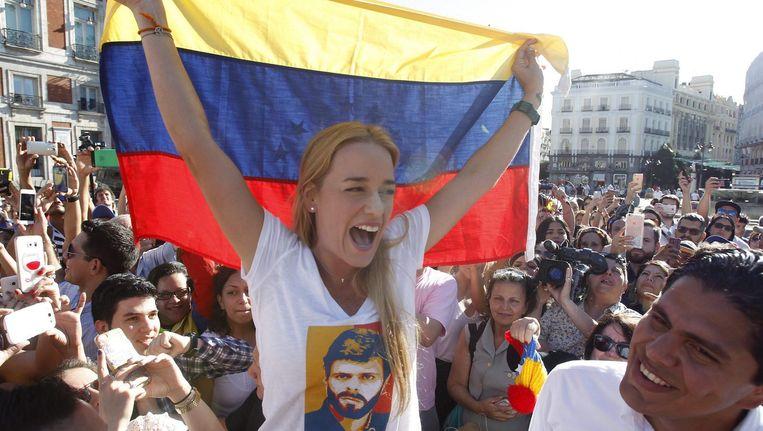 Lilian Tintori bij een demonstratie, op haar T-shirt de afbeelding van haar man Leopoldo Lopez. Beeld epa
