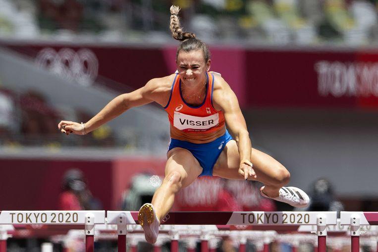 Nadine Visser tijdens de finale van de 100 meter horden in het Olympisch Stadion tijdens het atletiektoernooi van de Olympische Spelen in Tokio. Beeld ANP