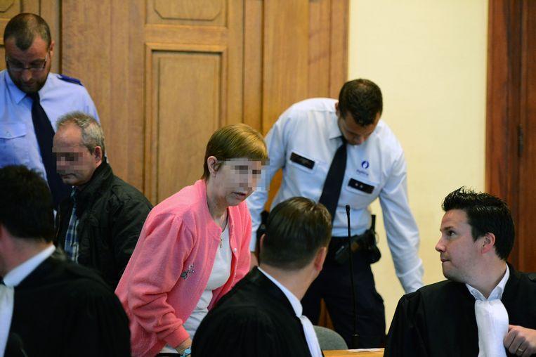 Beschuldigden Myriam Werbrouck en Freddy Eyletten spreken met hun advocaten.