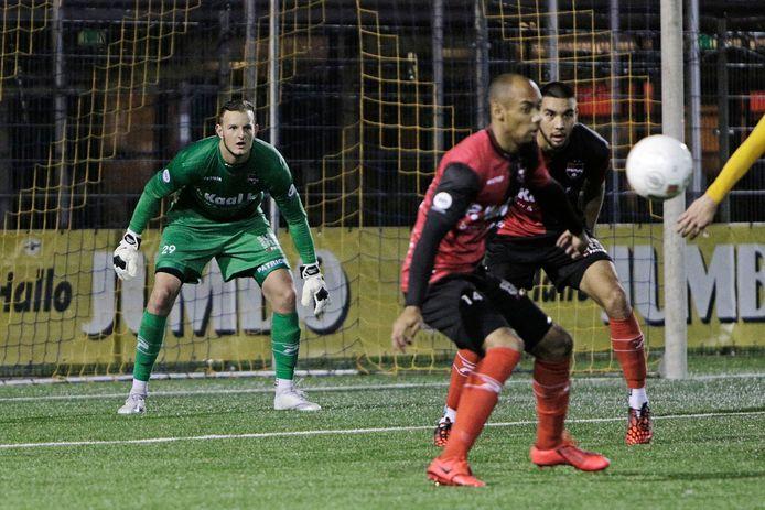 Dani Centen als doelman van De Treffers in actie tegen zijn nieuwe club Blauw Geel'38, vorig seizoen in de KNVB-beker.