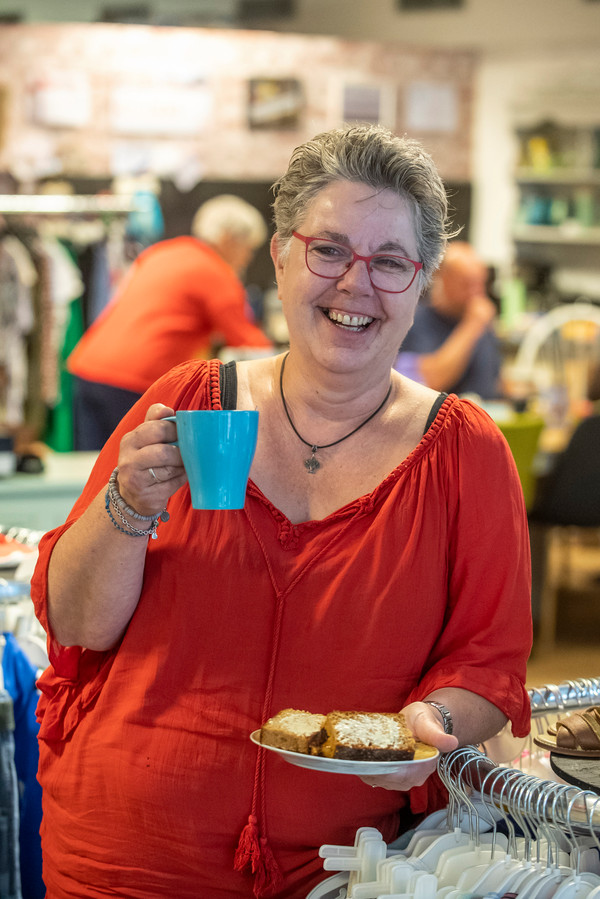 Rian Liefhebber is eigenaresse van de Ontmoetingswinkel in Steenbergen.