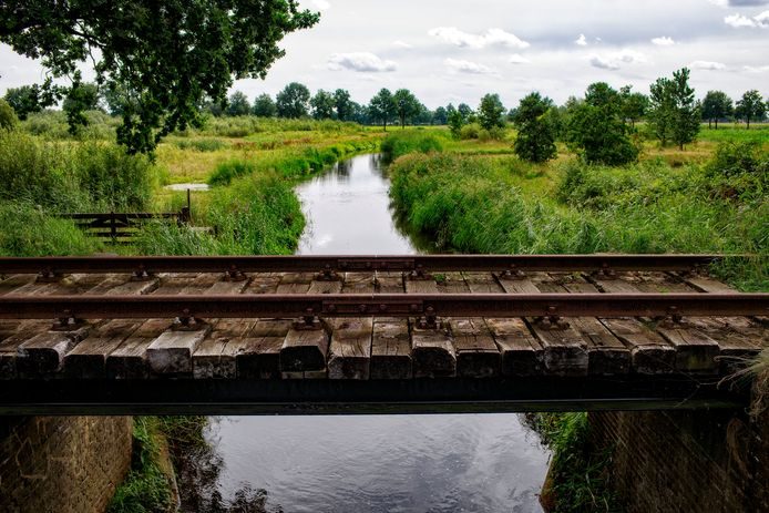 Tussen Mariaheide en Uden ligt een oude spoorbrug over de Leijgraaf.