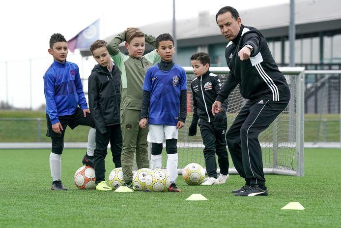 De jeugd voetbalt volop bij DSO. Het ledenbestand neemt spectaculair toe: in een jaar tijd 125 nieuwelingen erbij.