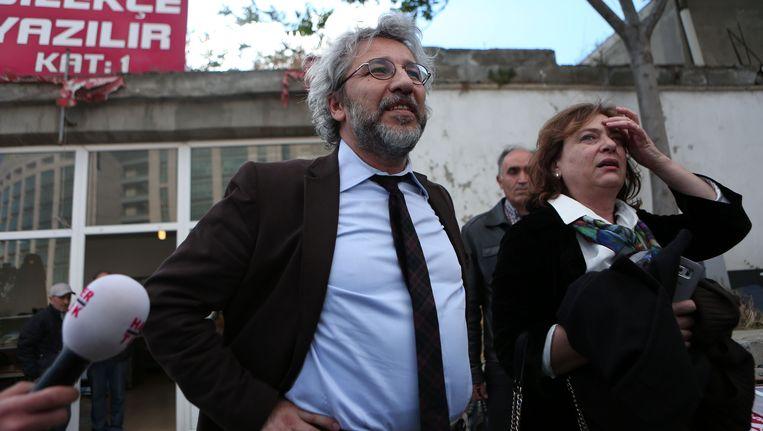 Dündar en zijn echtgenote, net na de aanslag vanmiddag.