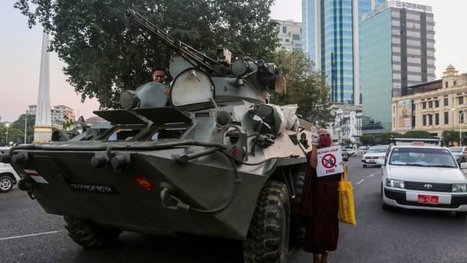 """Schoten bij betoging in het noorden van Myanmar: """"Politie en soldaten schieten in het wilde weg op huizen"""""""