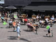 Woede over 'onverwachte' terrascontrole: 'De parasols moesten ingeklapt, dat ventileerde beter'