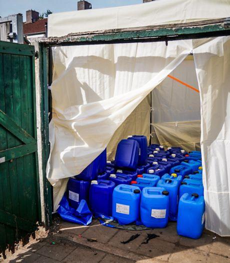 Tientallen drugsvaten in Eindhovense tuin. Buurt reageert niet verbaasd: 'Al heel lang niet pluis'