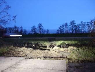 Auto belandt van op zijweg op A19 in Geluwe: snelweg uur gedeeltelijk versperd