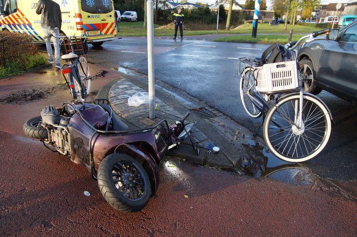 Botsing met fietser en scooterrijder in Waalwijk.