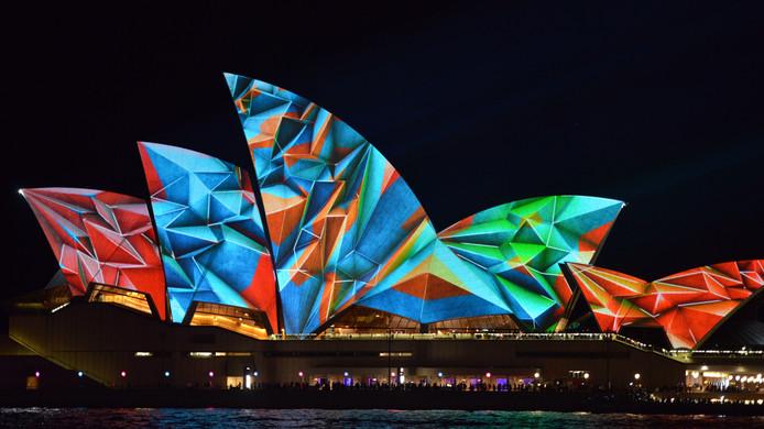 Op het Sydney Opera House waren eerder wel niet-commerciële projecties te zien, zoals deze in het kader van het Vivid Sydney-lichtfestival.