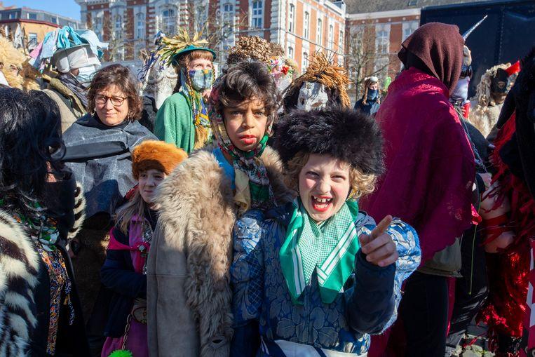Zaterdag trok onaangekondigd ook een 'Carnaval Sauvage'-stoet door Brussel.  Beeld BELGIUM