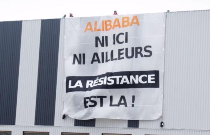 """""""Alibaba, ni ici, ni ailleurs. La résistance est là!"""", une action menée par le collectif Stop Alibaba & Co, à Bierset ce dimanche 14 février."""