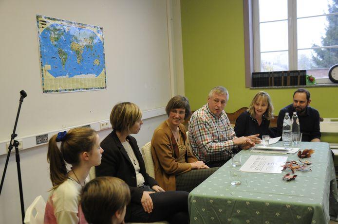 Het Duitse Europees parlementslid Helmut Geuking bezocht donderdag de Tiense methodeschool De Toverwijzer/