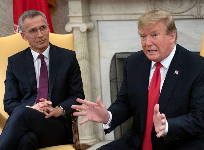 Trump gisteren bij zijn ontmoeting met Stoltenberg.