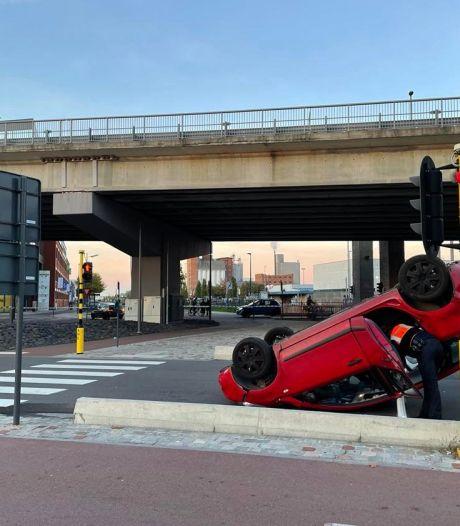 Ouders en kind (1,5) krijgen schrik van hun leven als auto van openstaande brug valt